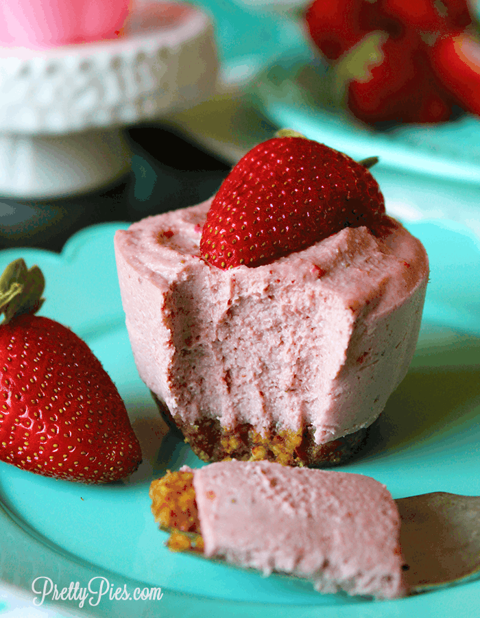 Mini Strawberry Cheesecakes (Vegan, Paleo) PrettyPies.com