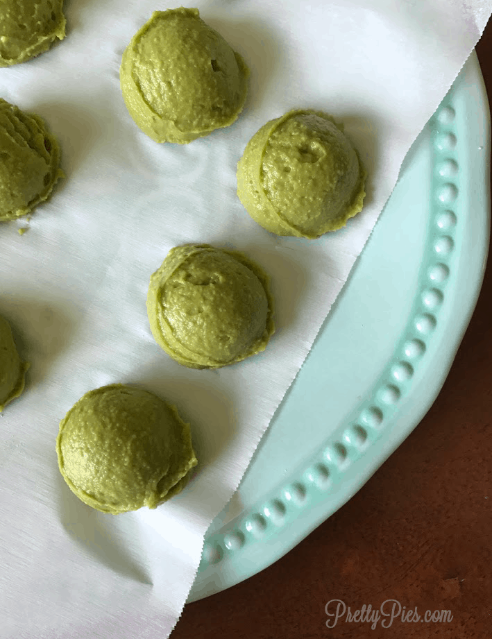 Mint Chocolate Cream Truffles | PrettyPies.com