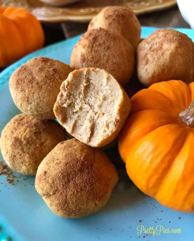 Pumpkin Spice Cake Balls - PrettyPies.com