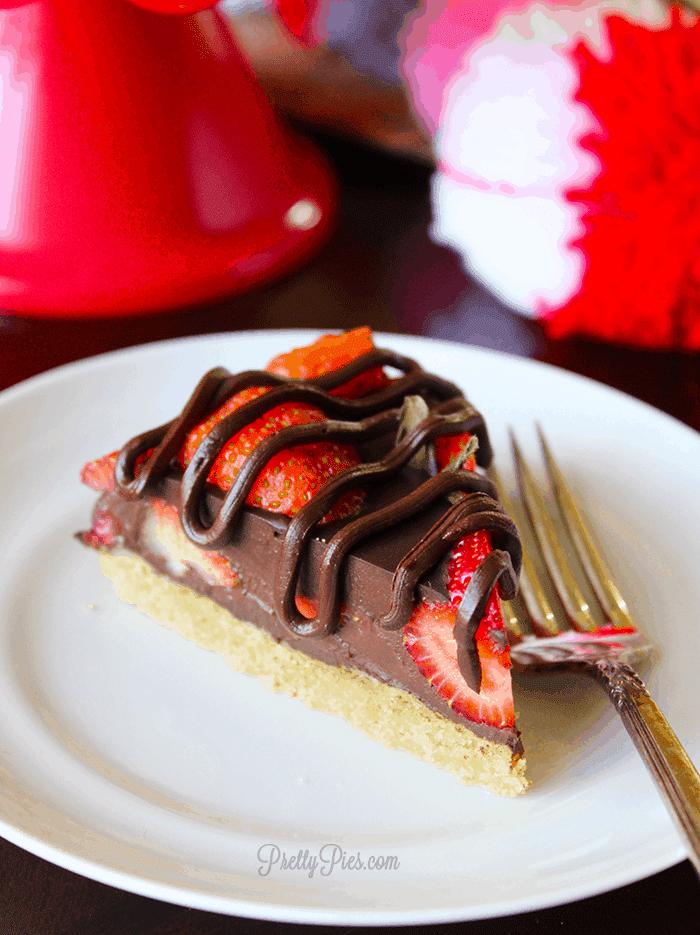 Chocolate Covered Strawberry Pie (Vegan & Paleo) PrettyPies.com