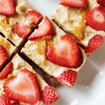 Low-Carb Peanut Butter Strawberry Squares (Vegan & Paleo) PrettyPies.com
