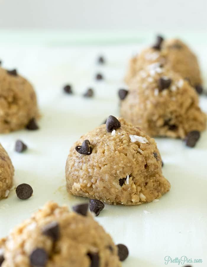 Peanut Butter Granola Balls (Low-Carb, Gluten-Free, Vegan) PrettyPies.com